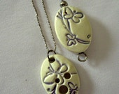 Spinner's Pendant Diz and Threader Set - White With Purple Butterflies