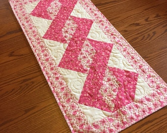 Pole Twist Table Runner