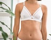 lingerie white bra   full adjustable size - Summum