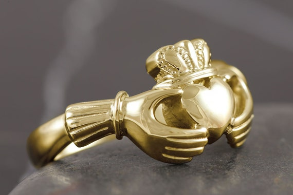 Handmade claddagh ring in solid gold