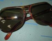 Last Call......Vintage MOD 80s Tortoise Frame Womens Sunglasses