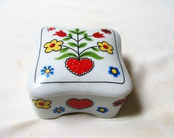 Vintage Takahashi Trinket Jewelry Box Hearts and Flowers 1980