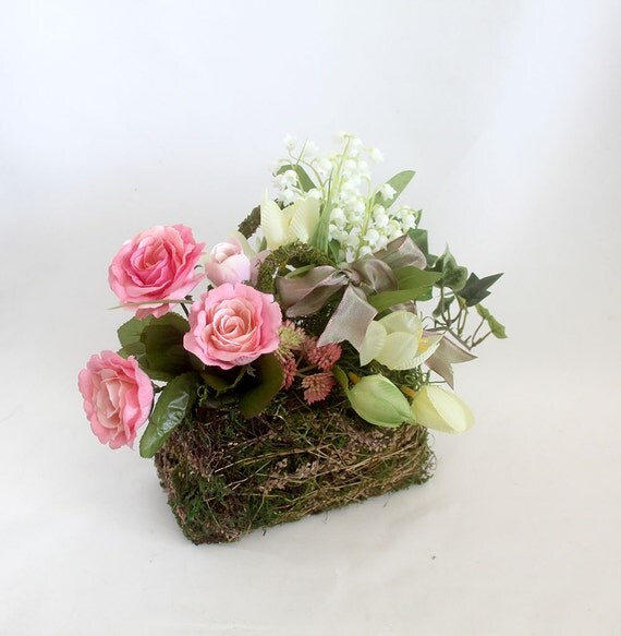 Mother 39 S Day Gift Flower Arrangement In Moss Purse