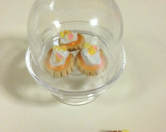 "American Girl Orange cream tart in display stand- 18"" doll food, dessert, tarts, citrus"