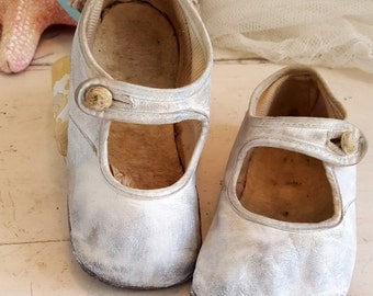 Antique Baby Shoes  - White Mary Janes - Sweet!
