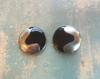 Chic Vintage Round Black and Silver Clip-On Earrings