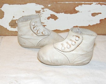 Antique Victorian Baby Toddler Shoes White Leather White Buttons Scalloped Edge
