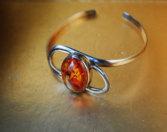 Mod vintage 70s sterling silver 925 ,  hand crafted, adjustable, cuff bracelet with  oval shape cabochon , genuine amber.