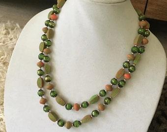 Green retro necklace
