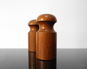 Salt and Pepper Shaker / Mid Century / Vintage