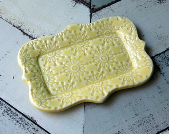 yellow butter dish, 1/2 a stick size