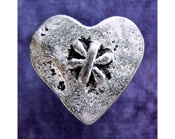 Cross My Heart Buttons, 23mm 7/8 inch - Heart Shaped Silver Tone Metal Shank Buttons - 4 NOS Silver Metal Heart Buttons with Daisy MT79