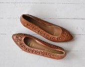 Woven Skimmers | vintage 1970s leather wedges | tooled leather 70s shoes 8.5