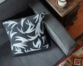 Organic Pillow - Split in black