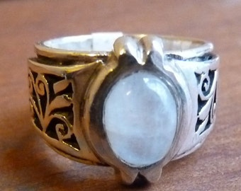 Sterling band with moonstone and jali cut detailing