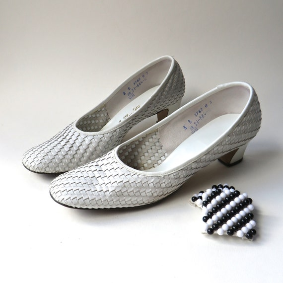 60s vintage White Woven Pumps with Blue and White Beaded Shoe Clips / The American Girl Shoe