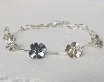 Buttercup flower bracelet, like a daisy chain!