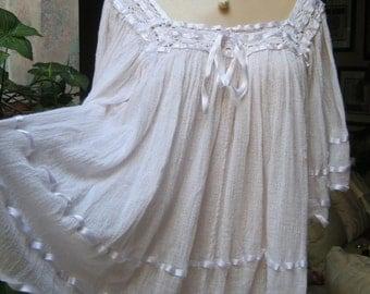 Vintage 70s boho Southwestern white cotton gauze blouse, flutter sleeve white Latin style white blouse, crochet detail white cotton top sz S