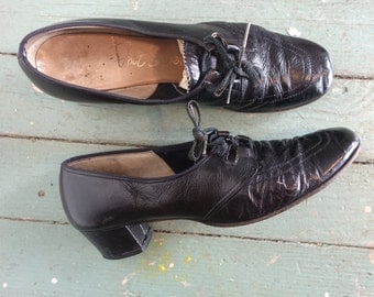 30s Witch Shoes- 1930s Black Leather Oxfords / Pumps- Size 8