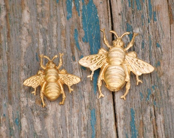 BEE Brooch Forest Creature Nature Study Honeybee Vintage Style Gold Bumblebee Lapel Pin Tie Pin Garden Wedding Tie Tack Boutonniere
