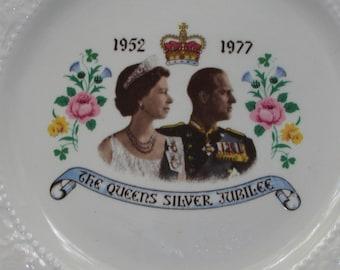 Vintage Porcelain SILVER JUBILEE The Queens Silver Jubilee 1952 1977 Plate