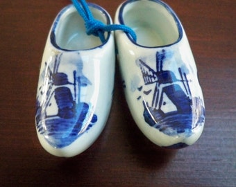 Vintage Collectible Memorabilia Souvenir Blue & White Delft Miniature Shoes