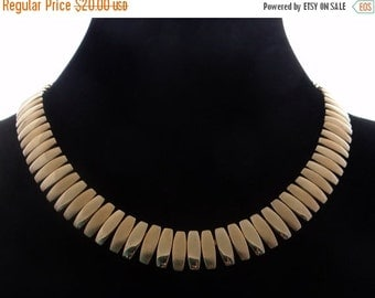 """20% off sale Vintage 18"""" gold tone necklace in great condition, appears unworn"""