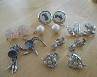 VINTAGE COSTUME JEWELRY   /  7 Pairs screw back earrings