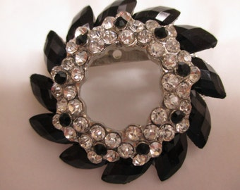 Vintage costume jewelry  / black and clear rhinestone brooch