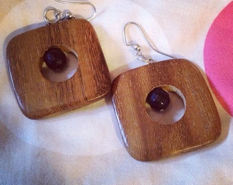 "1.5"" polished wood and faceted black onyx earrings"