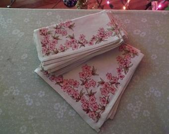 6 Printed pink flower napkins   (Free shipping)
