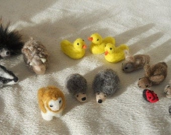 Small animals needle felted play scape play mat waldorf duck rabbit owl ladybug hedgehog baby badger porcupine sheep snail