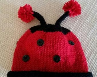 Coccinelle, ladybug beanie with antennas.