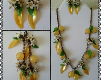 Sweet Grapefruit Blossom Vintage Lucite Necklace, Bracelet & Earring Set