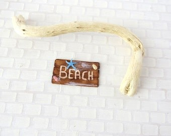 Driftwood beach sign with light blue starfish in 1:12 scale