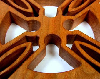 Celtic Cross / MID SIZE / Cherry Wood