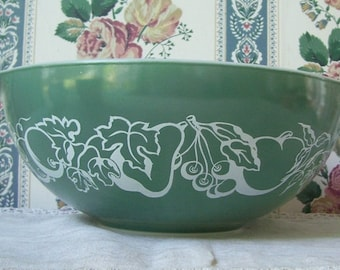 Pyrex Fetus Green and White #444 Promotional 4 Qt. Mixing Bowl,  Cinderella Handles, Glossy White Interior, Made In U.S.A. Salad Bowl