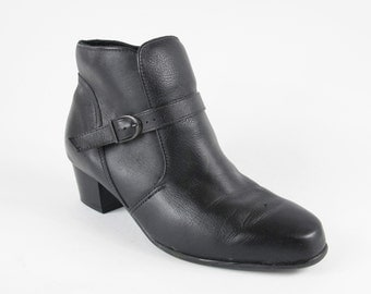 90s Black Ankle Boots Harness Buckle Strap Boots Pull On Winter Boots Low Heeled Back Leather Ankle Boots Harness Fleece Lined (8.5) E587