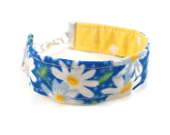 Blue and White Daisy Bracelet, Tween Gifts, Tween Jewelry, Cute Bracelets, Blue and Yellow, Reversible Fabric Bracelet, Gifts for Teen Girls