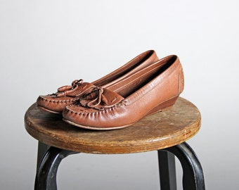 Vintage Kitten Wedge Moccasins- Slip On Moccasin Brown Heel Wood Leather Shoe Causual 1970s Shoes Leather Sandal - Size 6 Medium