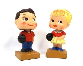 vintage 50s bobble head doll ceramic bowling bowlers boy girl big head eyes standing kitsch mid century modern retro decorative home decor