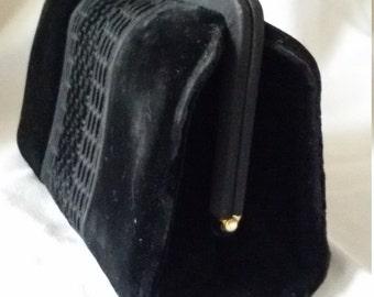 Elegant handbag in black velvet