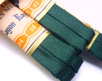 """1930s Men's and Women's Forest Green Woven Rayon Shoelaces Fiber Tipped 24"""" for Oxford Shoes - per Pair - Shoestrings - Old Bootlaces"""