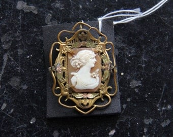 Antique Cameo Brooch/Pin Pendant in Floral Motif Frame