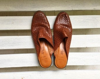 Vintage brown woven leather slip on heels, slides, slide ons, clogs, womens shoes size 8