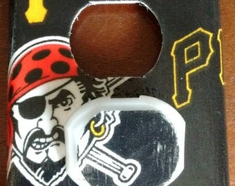 Pittsburgh Pirates Outlet Cover Plate with Child Safety Cover's