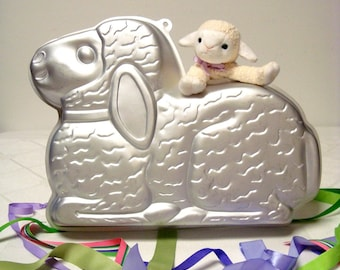 Lovable Lamb Pan Wilton 2105 2514  from 1987 Easter Cake