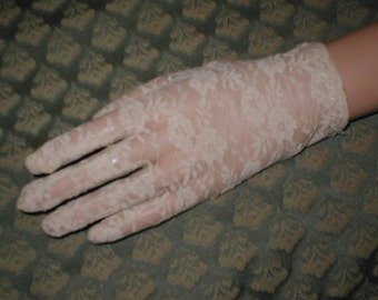 Vintage White Lace wrist-length Gloves