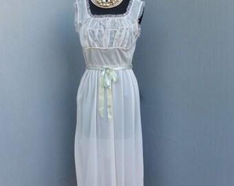 Vintage 60s/70s Aristocraft Lingerie, Pretty, Romantic & Feminine Nightgown,  Lingerie, size 34