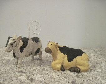 2 Country Cows, Cow Picture Holder, Prim Cow Collectibles
